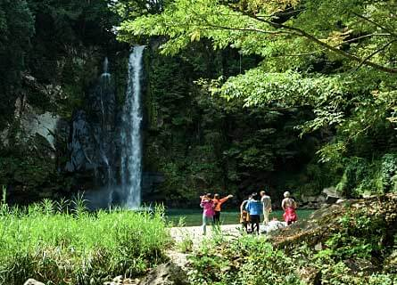 Kannabe Ase Ravin Waterfall hike