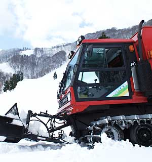 Snow CAT tours in Kannabe