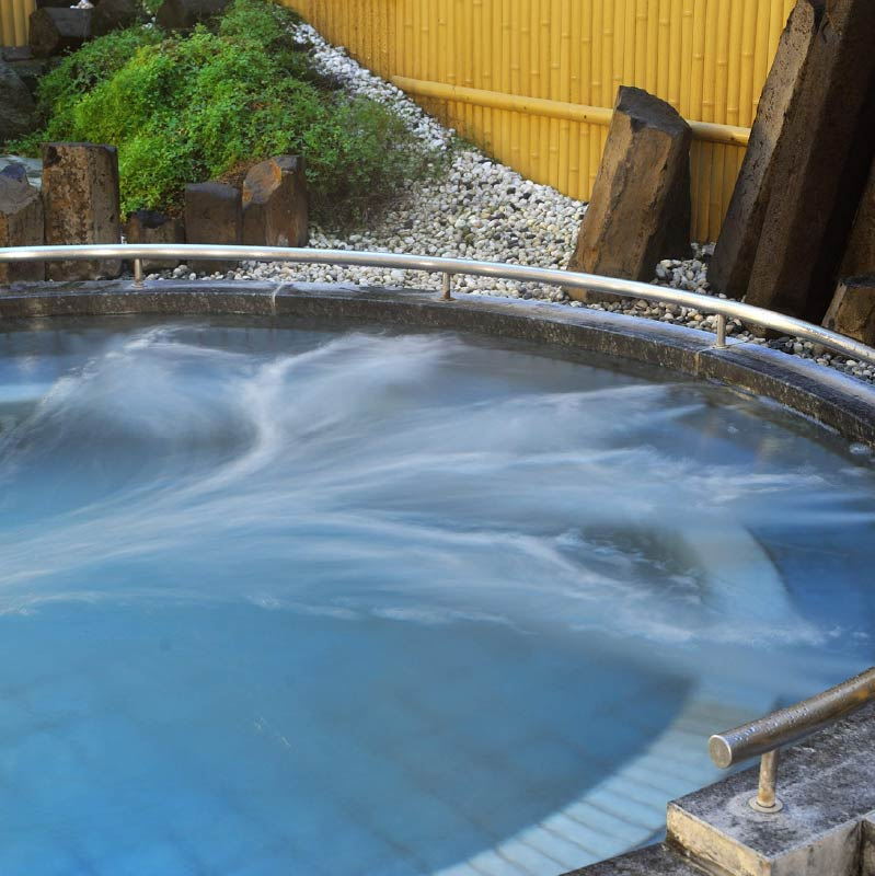 The large round modern outdoor bath of Jizoyu Onsen