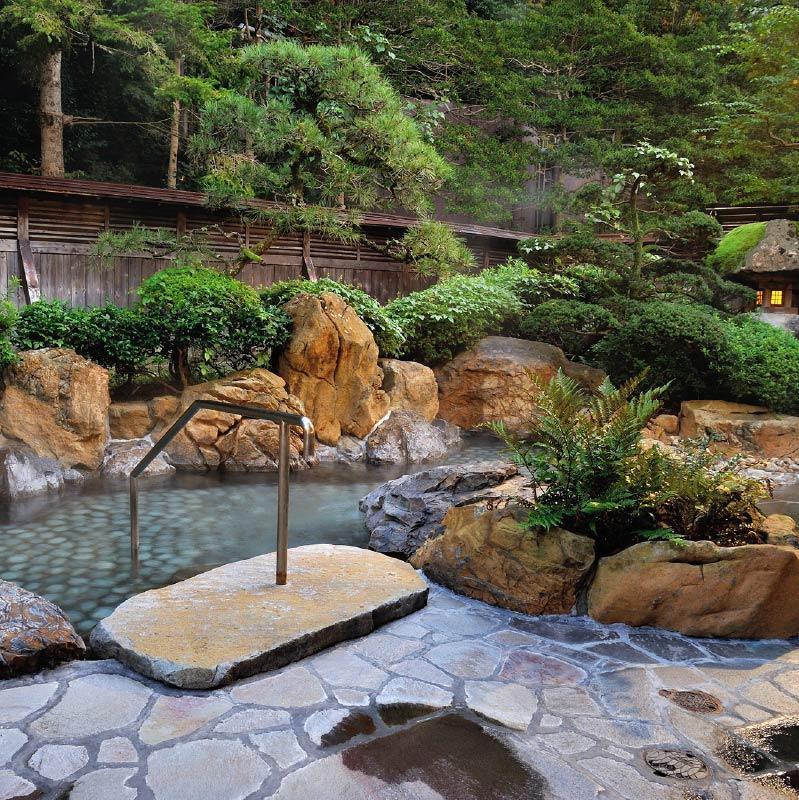 Konoyu's outdoor bath