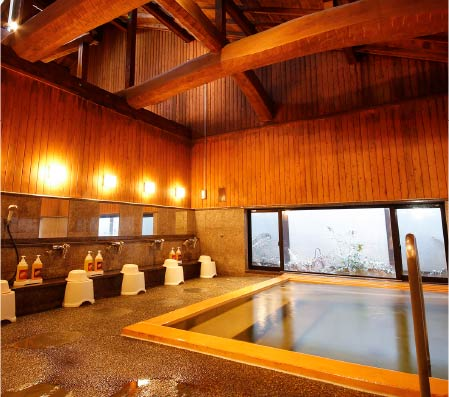 The wooden interior baths of Yanagiyu Onsen