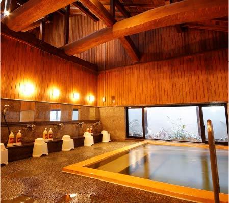 The wooden interior baths of Yanagiyu Onsen