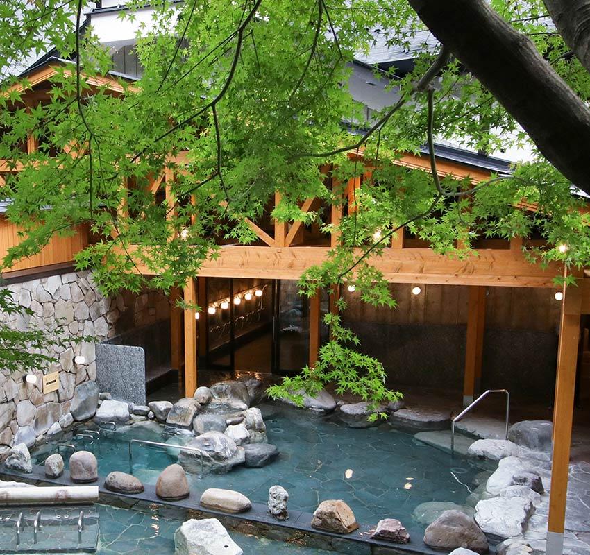 The outdoor baths of Goshonoyu Onsen