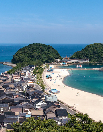 Ariel photo of Takeno Beach on a sunny summer day.